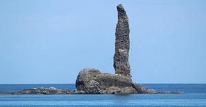 潮見島泊漁港からのローソク岩 08-19-13 028