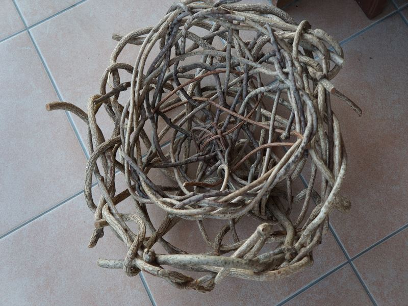 蔓で籠作り