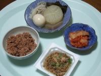 10/2 昼食 おでん(昨夜の残り)、納豆、キムチ、寝かせ玄米