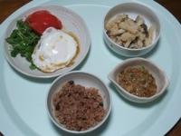 10/6 目玉焼き、納豆、シメジとジャガイモの明太炒め、寝かせ玄米