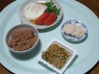 10/9 昼食 目玉焼き、納豆、べったら漬け、寝かせ玄米