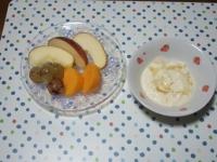 10/10 朝食 りんご、柿、巨峰、豆乳ヨーグルト