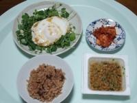 10/15 昼食 目玉焼き、納豆、キムチ、寝かせ玄米