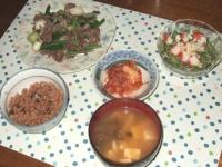 10/15 夕食 砂肝とにんにくの芽の炒め物、ブロッコリースプラウトのサラダ、キムチ、豆腐としめじの味噌汁、寝かせ玄米