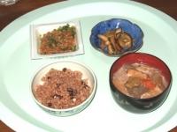 10/19 昼食 納豆、豚汁、松前キムチ、寝かせ玄米