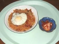 10/20 昼食 きのことベーコンのトマトパスタ、キムチ