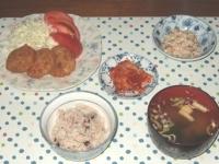 10/23 夕食 とんかつ、こんにゃくの白和え、キムチ、インスタントみそ汁、雑穀ごはん