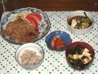 10/27 夕食 豚生姜焼き、ニラの玉子とじ、キムチ、豆腐とワカメの味噌汁