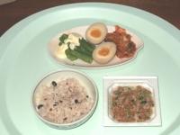10/28 昼食 納豆、アスパラ、味付玉子、キムチ、雑穀ごはん