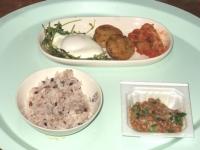 10/29 昼食 目玉焼き、れんこんもち、キムチ、納豆、雑穀ごはん