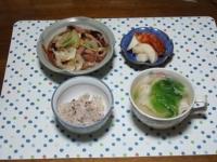 11/10 夕食 イカとキャベツの醤油炒め、海老ワンタンスープ、キムチ、大根漬け、雑穀ごはん