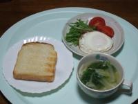 11/11 昼食 トースト、目玉焼き、海老ワンタンスープ