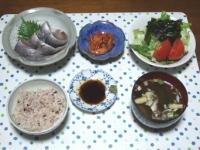 11/11 夕食 イワシの刺身、サラダ、キムチ、インスタントみそ汁、雑穀ごはん