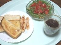 11/13 昼食 トースト、水菜と大豆のサラダ、お魚ソーセージ、コーヒー