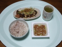11/18 昼食 納豆、厚揚げ、梅干し、雑穀ごはん