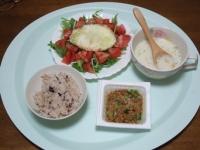 11/19 昼食 納豆、目玉焼きサラダ、カップポタージュ、雑穀ごはん