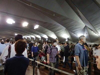 10/17 大桟橋内の護衛艦いずもの待ち列