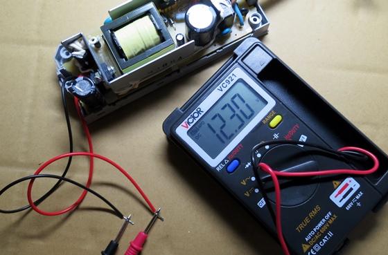 ACアダプタ出力電圧