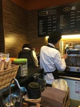 福祉会館のカフェで働くバリスタのみなさん^^