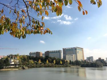 秋の建国大学