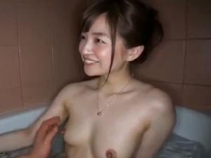 新山沙弥 美しい若妻