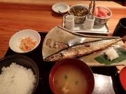 大手町 博多もつ鍋やまや 丸の内店 日替わり定食(北海道汐さんま焼き)(2016/3/7)