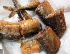 秋刀魚のバジルペパー唐揚げ 調理⑤