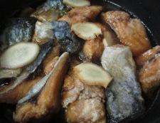 揚げサバの甘辛煮 調理④