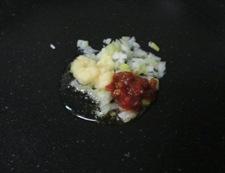 豚こまと玉ねぎの甘味噌炒め 調理①