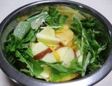 柿とりんごのシナモンサラダ 調理②