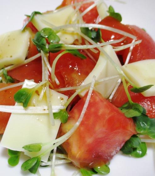 トマトとチーズのサラダ B