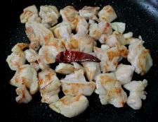 鶏もも肉のパプリカ胡麻ラーユ炒め 調理③