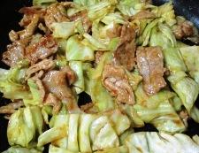 キャベツと豚肉のお好みソース炒め 調理④