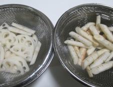 新ごぼうときぬさやの煮物 調理①