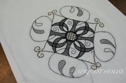 カリグレ刺繍