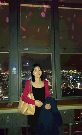 桜花びらと東京タワー夜景