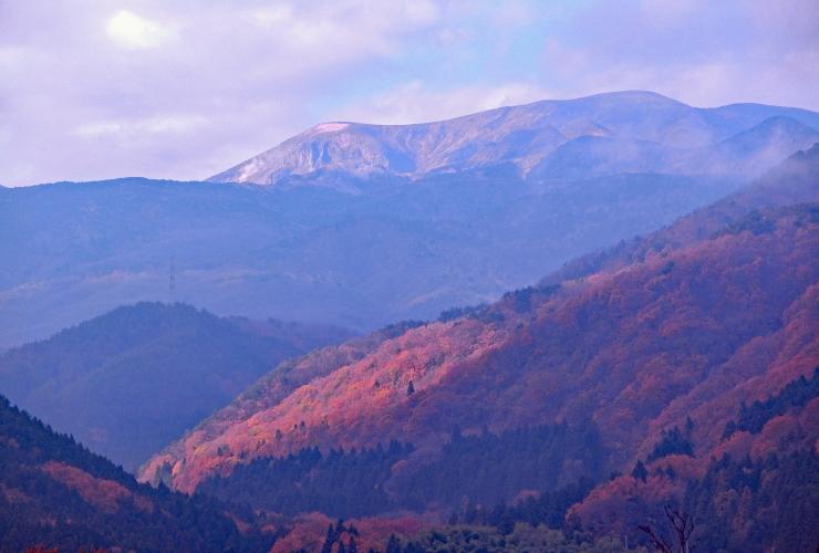 山麓の紅葉と一切経山