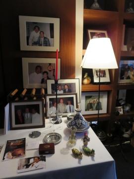 2F 多くの著名人がムッシュの店を訪れて