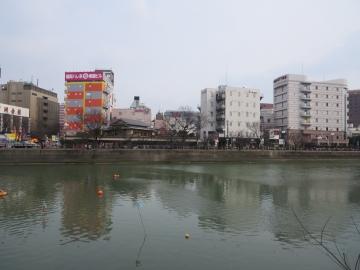那珂川対岸(昼)