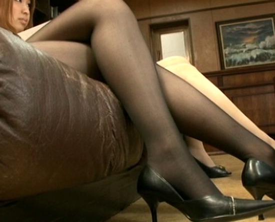 ドエスな痴女OL2人の蒸れたパンスト足裏で足コキ射精の脚フェチDVD画像2