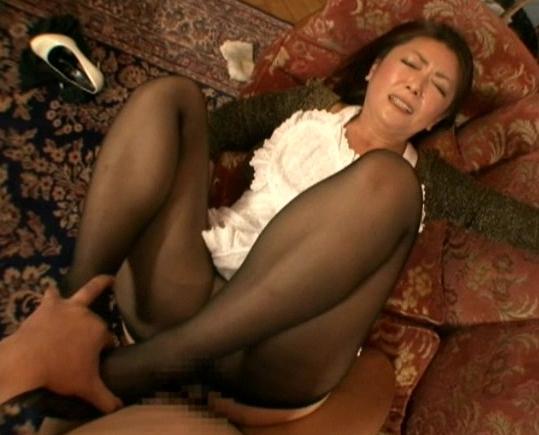 熟女の蒸れたパンストを引き裂き肉棒を根本までブチ込むの脚フェチDVD画像3