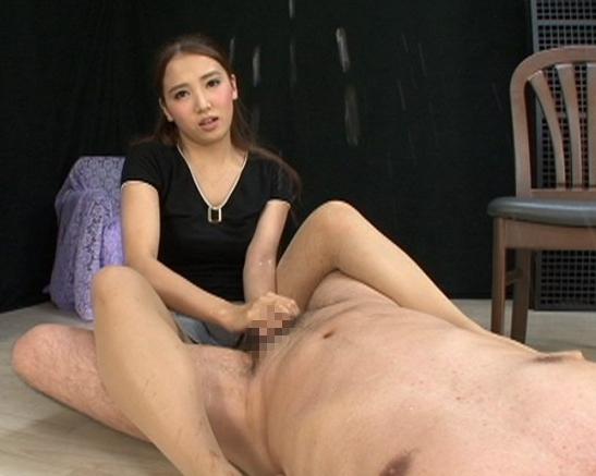 女OLの友田彩也香が美脚パンスト責めで足フェチ君を逆レ●プの脚フェチDVD画像6