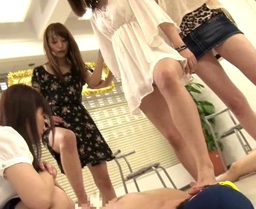 足フェチには堪らない多種タイツの足裏のみで扱かれる足コキ動画の脚フェチDVD画像4
