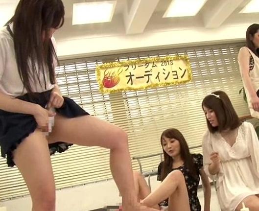 足フェチには堪らない多種タイツの足裏のみで扱かれる足コキ動画の脚フェチDVD画像2