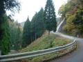 151107井戸峠登坂中、ヘアピン付近