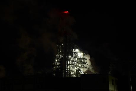 1煙に包まれる工場