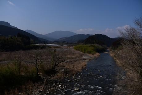 2川沿いを行く