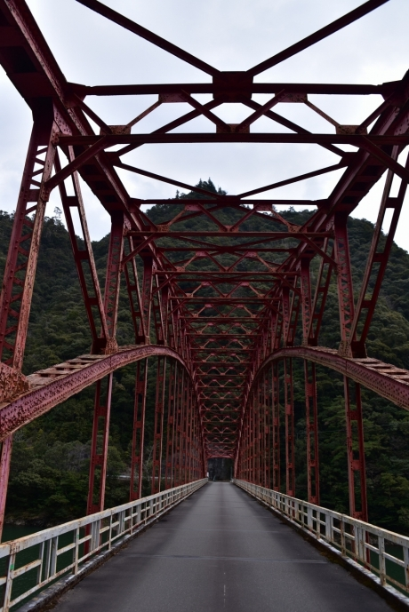20鉄橋をくぐって
