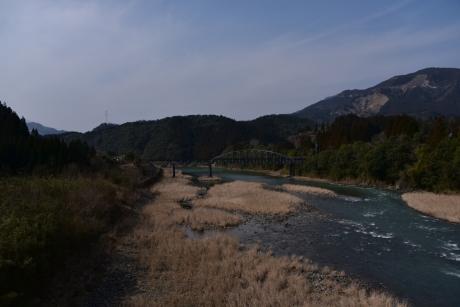 1道の駅の隣を流れる耳川