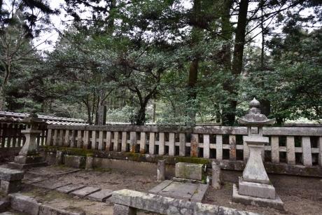24元治と元長の墓